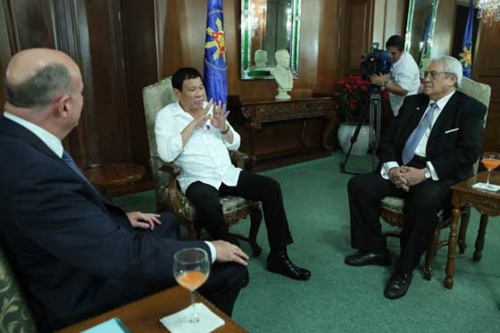 President Duterte meeting on December 5, 2016 with American businessman Henry Howard (left), board member of the US-Philippine Society (USPS) and the Center for Strategic and International Studies (CSIS), and Lito Monico C. Lorenzana (right), president of the Centrist Democracy Political Institute (CDPI) and chairman of the Centrist Democratic Party (CDP).